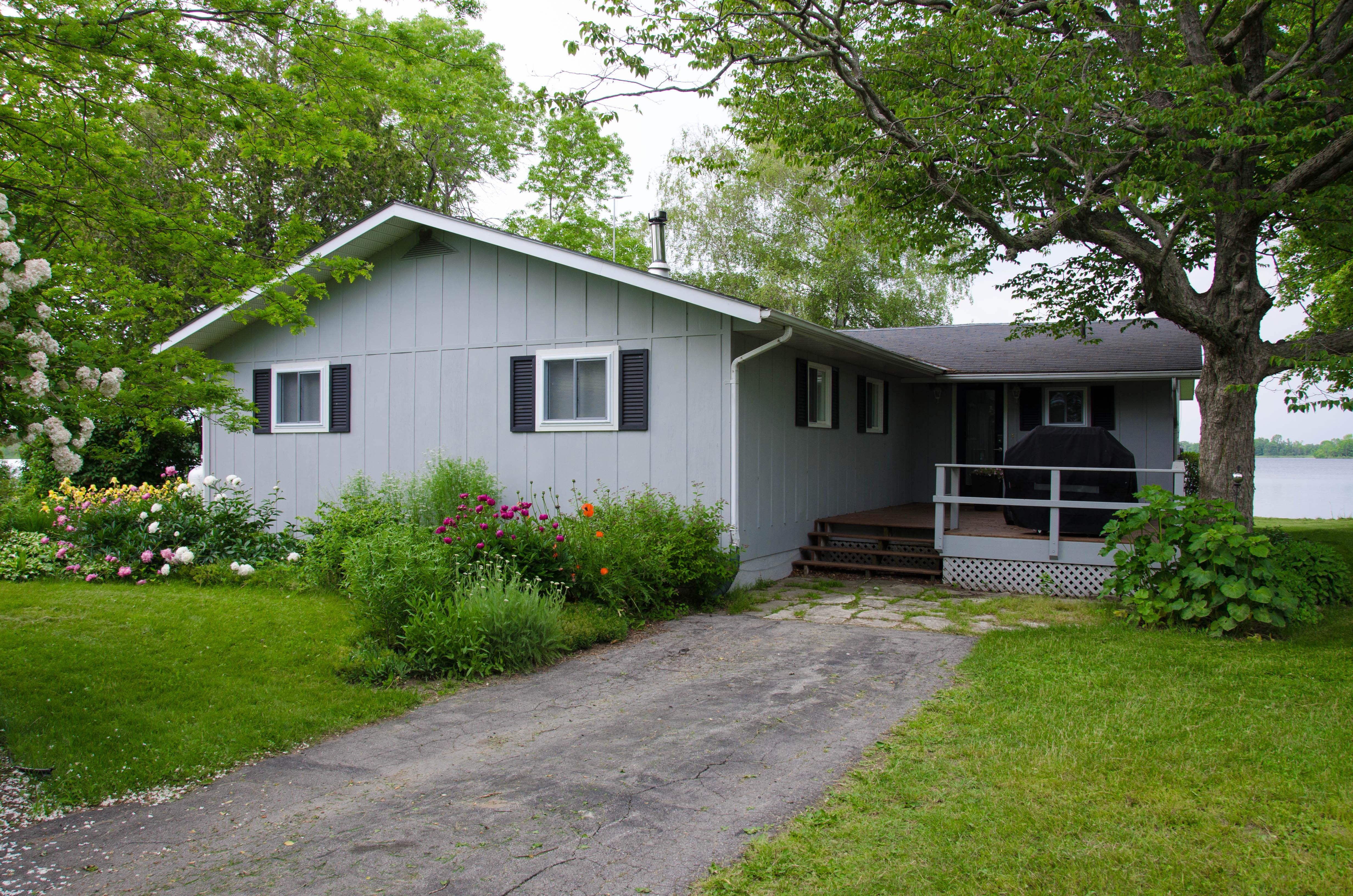 Prince edward county cottage rental entrance